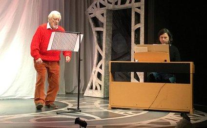 Bernard Cribbins sings Right