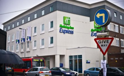 Book Holiday Inn Express