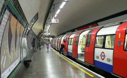 File:South Wimbledon tube
