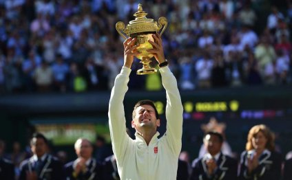 Novak Djokovic beats Roger