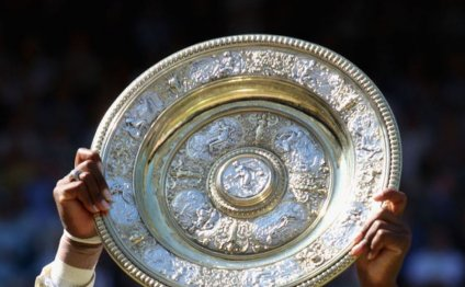 Serena hoists the Wimbledon